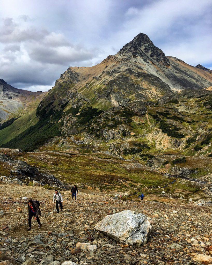 Senderismo en las montañas fueguinas
