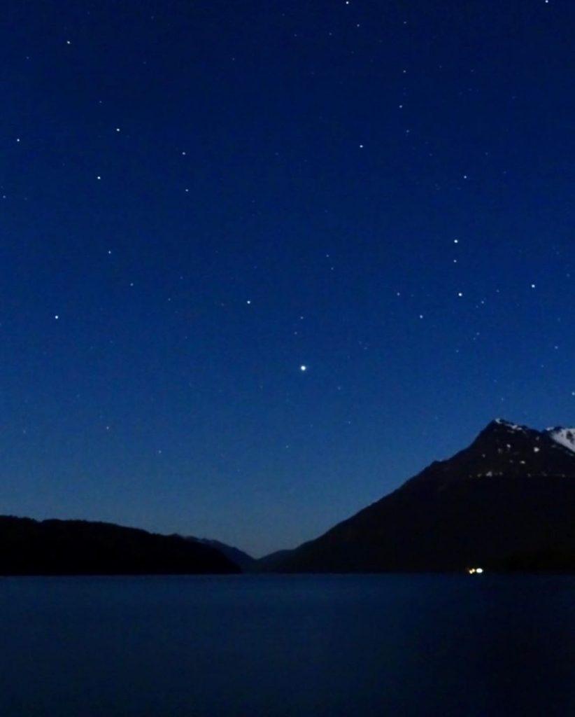 Noche estrellada en Lago Deseado